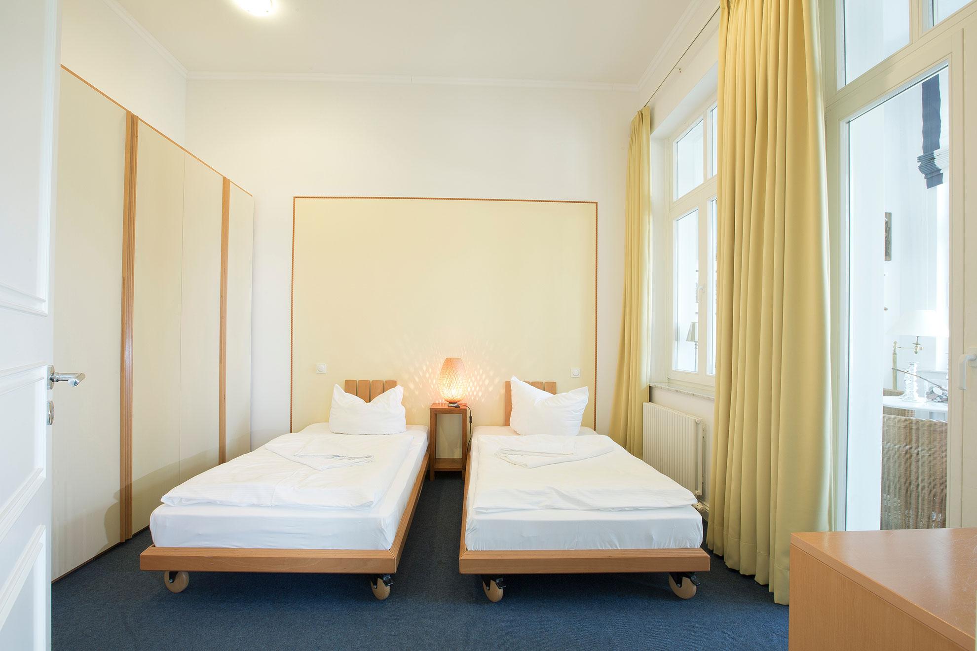 Villa Strandeck - Ferienwohnung 1 * * * *- direkte Strandlage in Binz auf Rügen